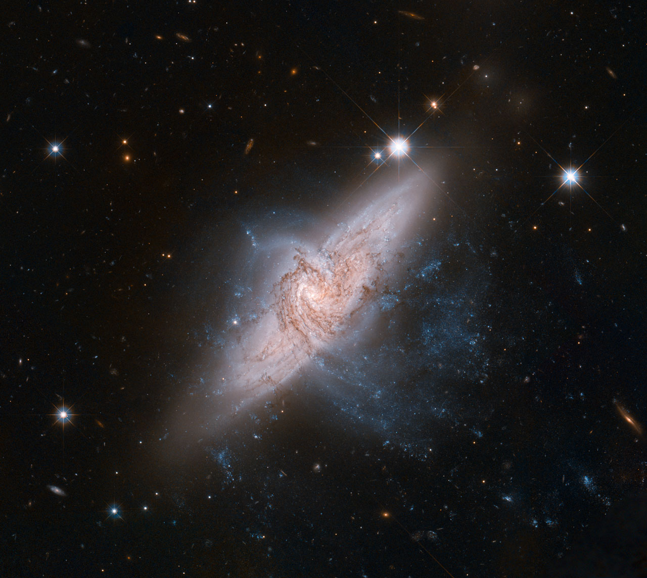 Фото: NASA, ESA, the Hubble Heritage (STScI/AURA)-ESA/Hubble Collaboration, and W. Keel (University of Alabama)