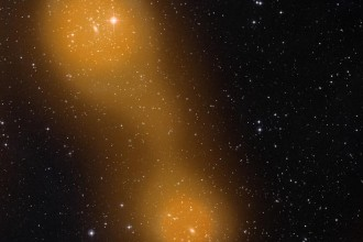 Фотографии: Эффект Сюняева-Зельдовича: ESA Planck Collaboration; оптическое изображение: STScI Digitized Sky Survey