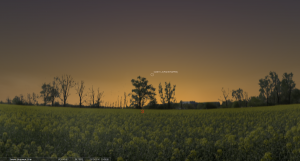 16 марта 2013. Время на снимке: 20.00. Заход Солнца: 19.30. Высота кометы над горизонтом около 11°.