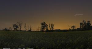 28 марта 2013. Время на снимке: 20.35. Заход Солнца: 19.50. Высота кометы над горизонтом около 24°.